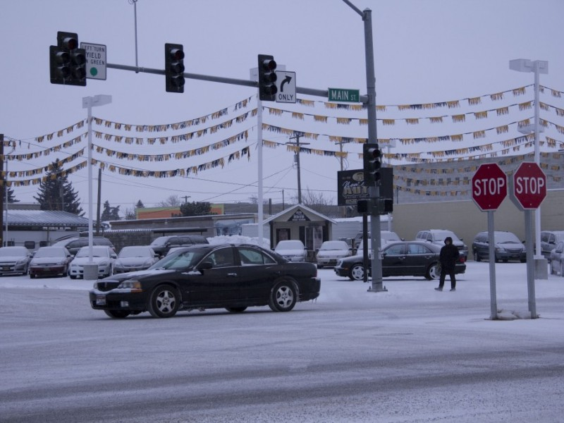 Metal stop signs replace electrical stop lights during power outage in Rexburg