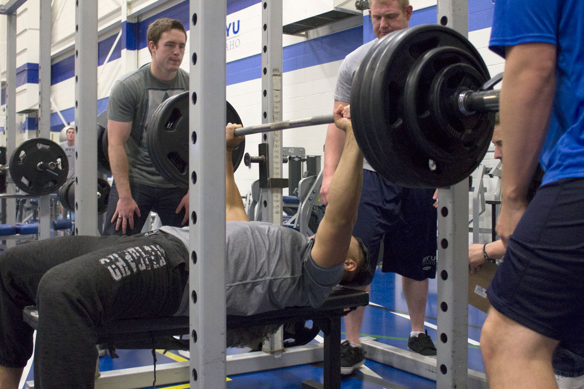 Fitness center hosts lifting competition