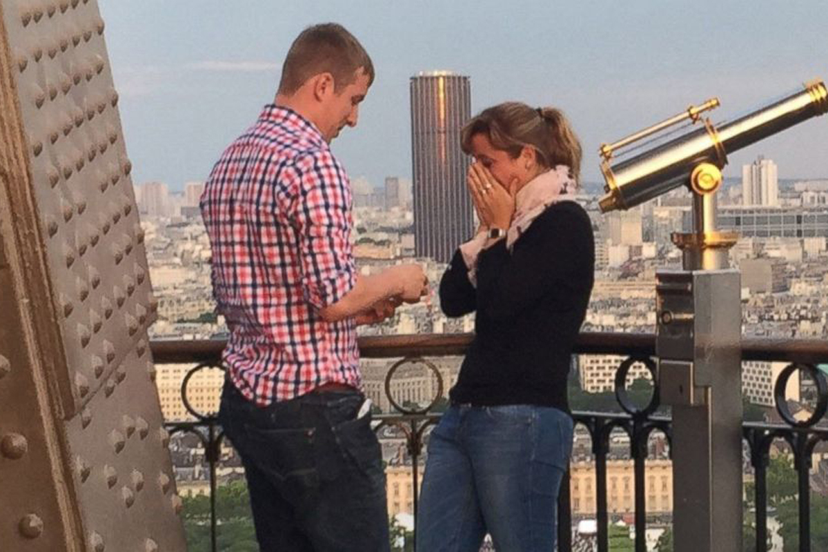 Eiffel Tower engagement takes the internet by storm