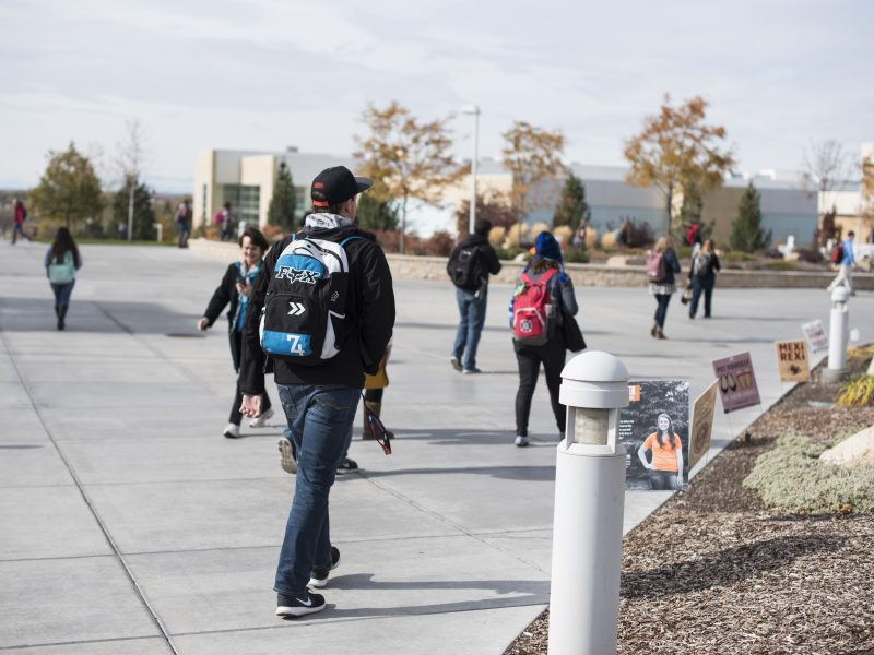 Students walk from the Kimball to the MC on a brisk October afternoon. (Logan Peterson, Scroll Photography)
