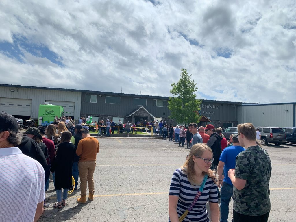 Lines to food truck and store fill parking lot.